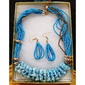 Jewelry - Blue shells beads matching necklace + earrings set